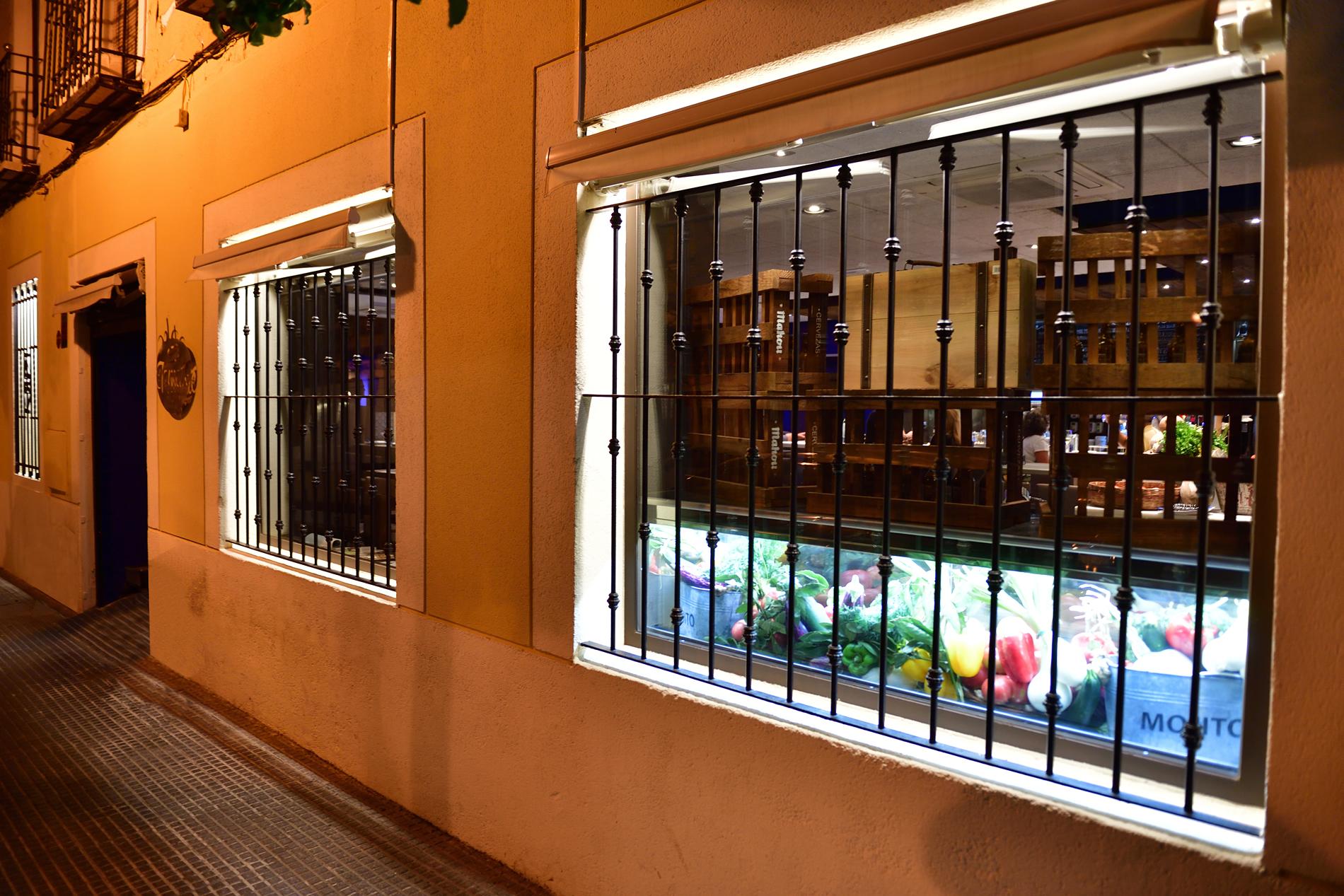 fachada nocturna el tomate de aranjuez - Restaurante en Aranjuez